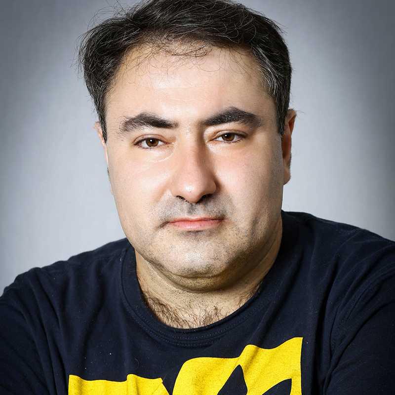 רומן סנדרוביץ, בוגר הסדנה למשחק של אייל רוזלס