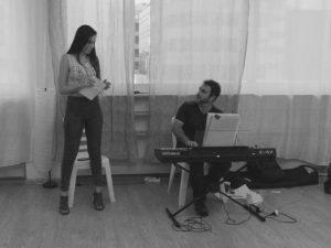 פיתוח קול ושירה בסדנה למשחק של אייל רוזלס