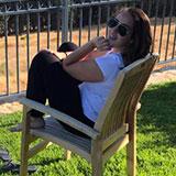 עושים הפסקה בדשא בסדנת המשחק של אייל רוזלס