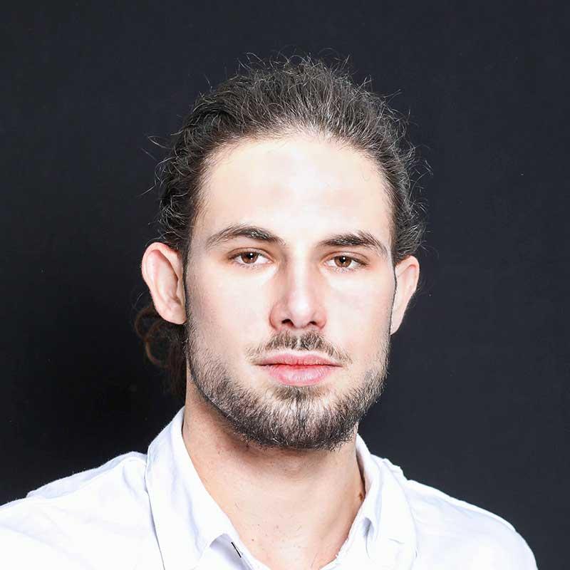 יונתן גרבוסקי, בוגר הסדנה למשחק של אייל רוזלס